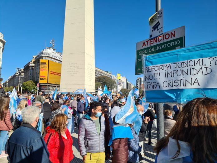 Protestas contra el Gobierno nacional en el Obelisco y otros puntos del país