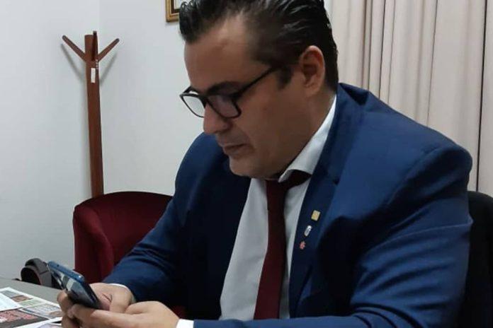 """La explicación de diputado Ameri: """"La conexión a Internet es muy mala"""""""