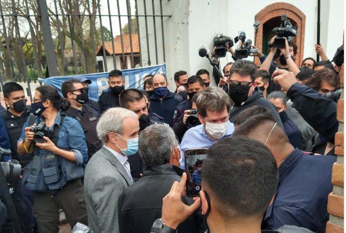 Continúa la tensión en Olivos: policías rechazaron oferta de diálogo del Presidente