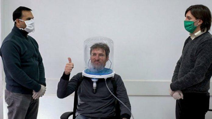 Demostración de un casco de oxígeno