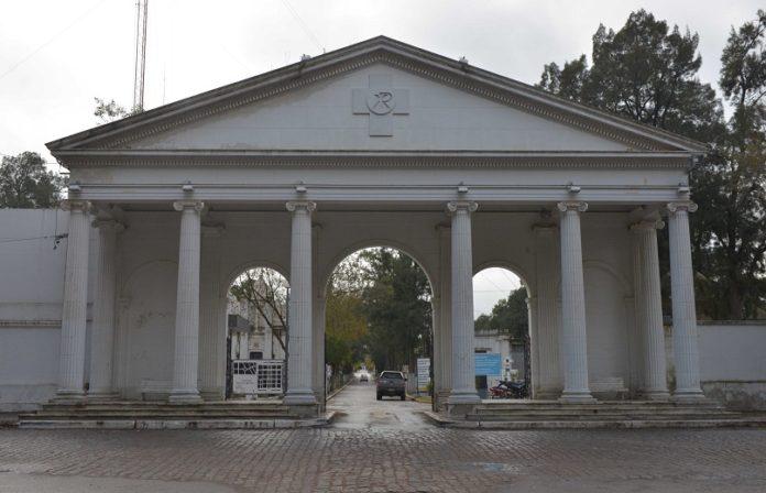 El Gobierno bonaerense aprobó este lunes un protocolo para visitas a cementerios