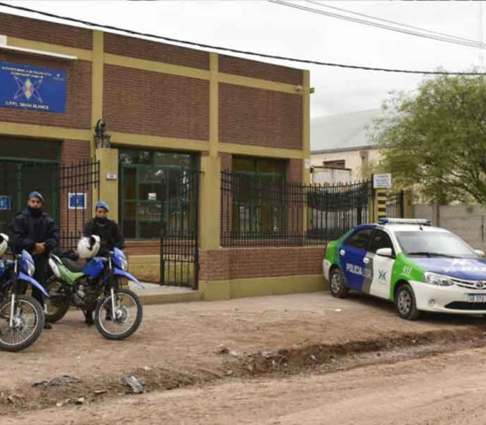 Allanan una dependencia policial en Bahía Blanca: sospechan que se robaron el botín de un robo