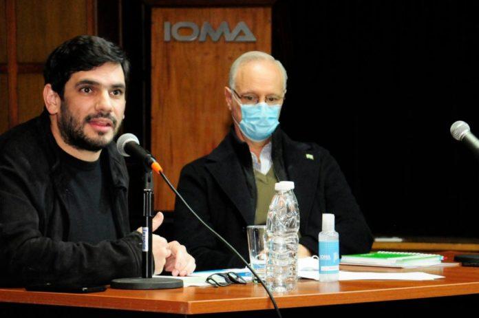 El titular del IOMA, Homero Giles, junto al ministro de Salud, Daniel Gollan