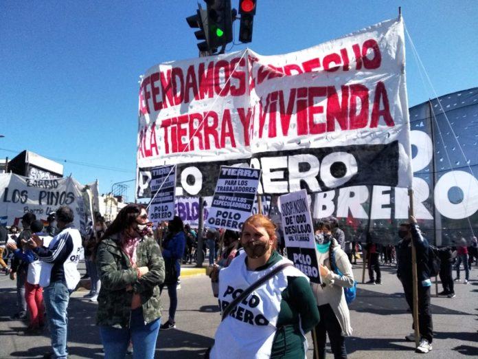 Guernica: vecinos y organizaciones sociales marcharon contra el desalojo