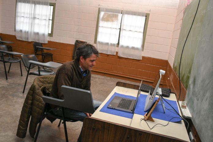 Rindió de manera virtual y es el primer abogado recibido en pandemia en una cárcel bonaerense