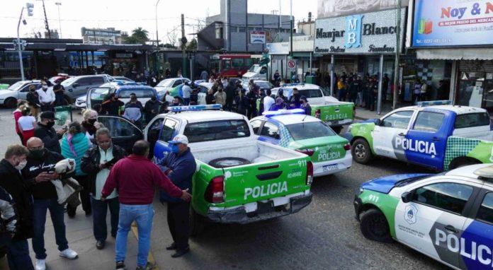 La protesta de los efectivos de la Policía Bonaerense se trasladó esta mañana a la Quinta de Olivos