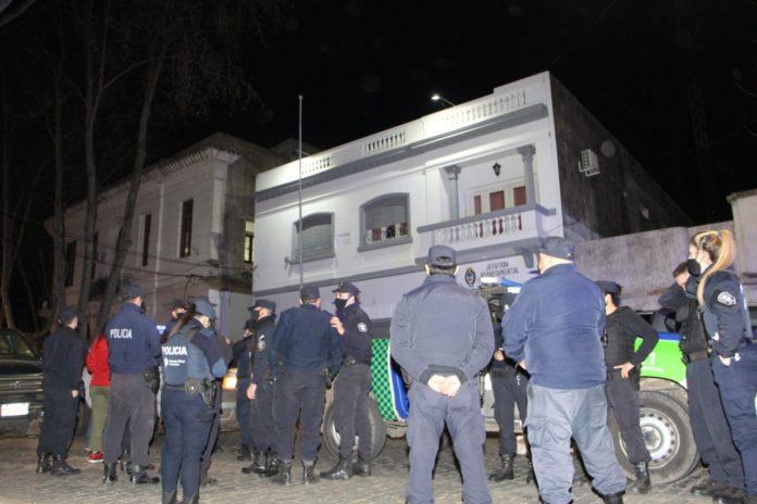 La Policía Bonaerense continúa las protestas en Puente 12 y otras dependencias