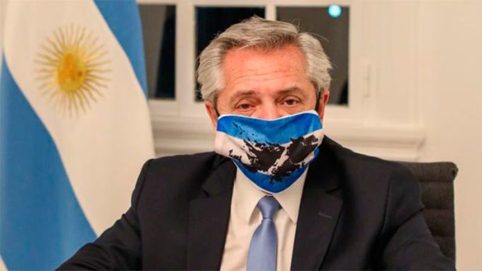 """El presidente Alberto Fernández mandó saludos y abrazos """"a la distancia"""". (Archivo)"""