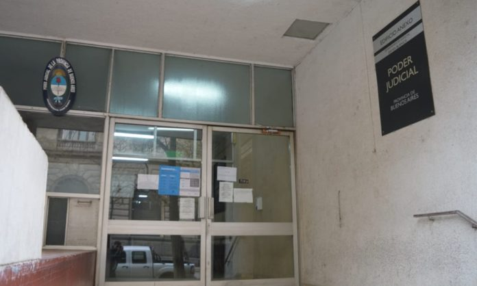 La entrada del edificio del Poder Judicial en la avenida Colón. (La Brújula 24)