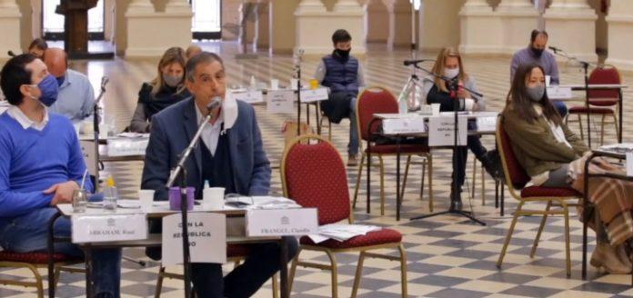 """Frangul interviene anoche en la sesión del Concejo Deliberante platense: """"La República no se toca"""". (Captura de video)"""