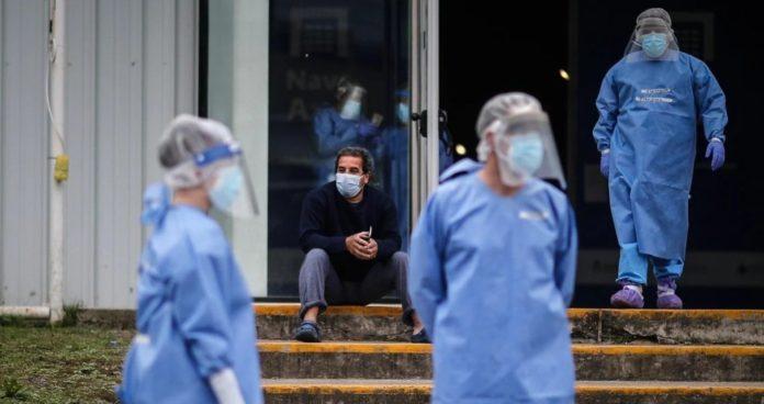 Comenzaron a bajar los contagios en el Área Metropolitana y a subir en el interior del país. (Archivo)