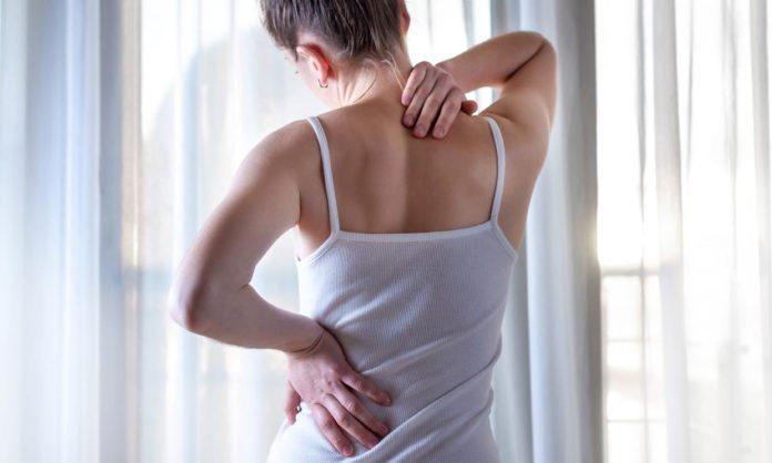 El dolor muscular o mialgia se sumó a la lista de síntomas posibles de la Covid-19. (Archivo)