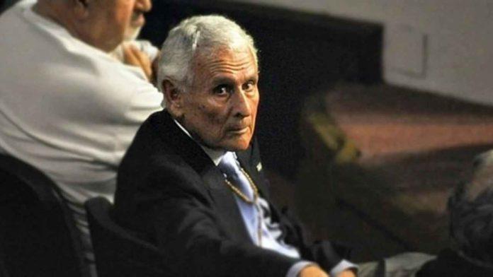 Miguel Etchecolatz, de 91 años, cumple prisión en Campo de Mayo. (Archivo)