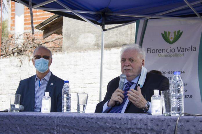 Daniel Gollan y Ginés González García en el acto en Florencio Varela. (Télam)