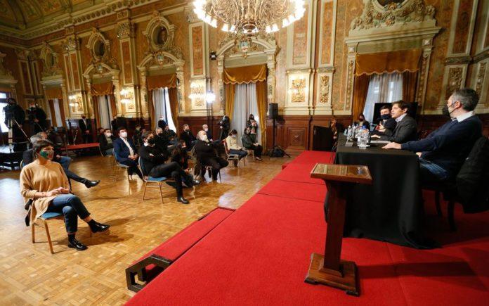 La Provincia oficializó la reprogramación del pago de las deudas de los municipios