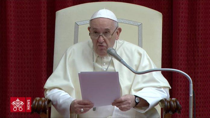El Papa esta mañana, en la Audiencia General frente a los fieles. (Vatican News)