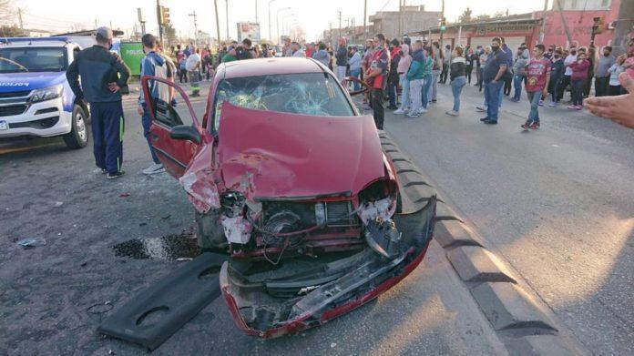 Así quedó uno de los autos que participaron en la picada del domingo. (Twitter)