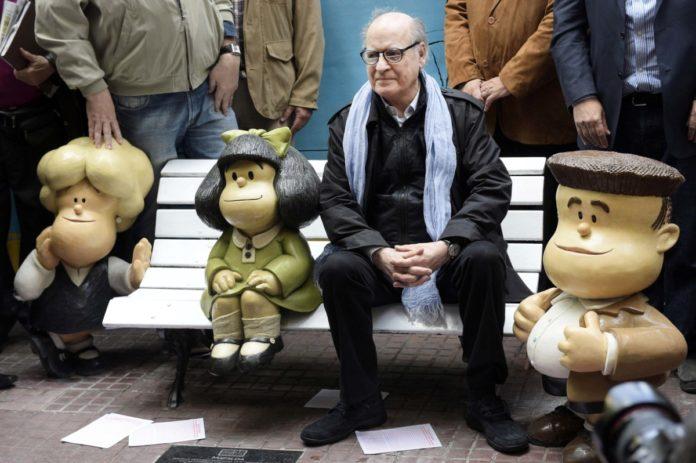 Quino con personajes de Mafalda, en un homenaje en 2014. (Télam)