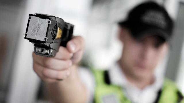 La muerte del Policía relanzó el debate por el uso de las pistolas Táser