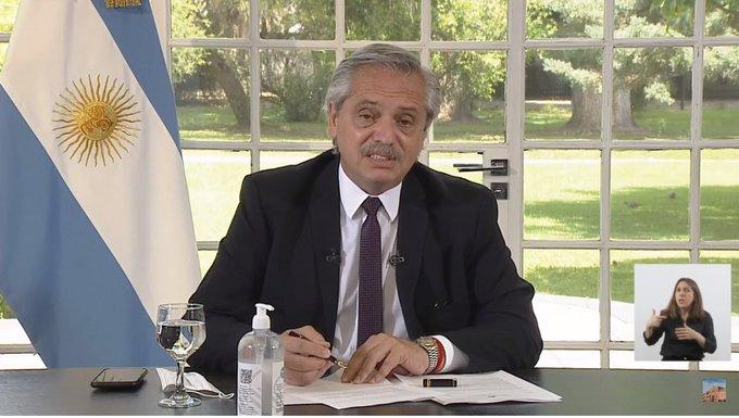 Fernández anunció la extensión de la AUH a 1 millón de chicos y extiende plazos para trámites