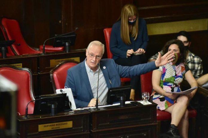 """Bianco y Gollan dieron explicaciones en la Legislatura por el """"salto"""" de muertes por coronavirus"""