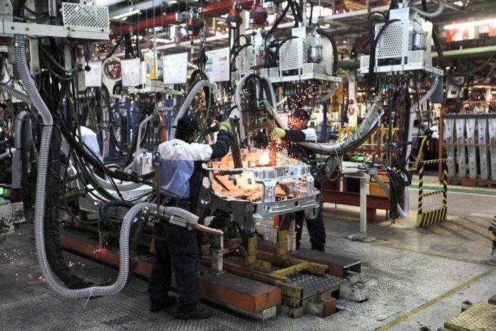 La industria y la construcción frenaron en agosto una incipiente recuperación