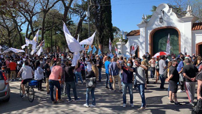 #12O: el oficialismo se concentra en Olivos para apoyar al Gobierno y se temen cruces