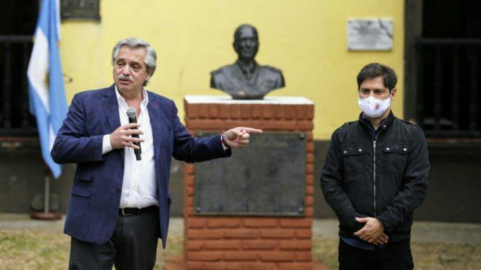 El Presidente y el gobernador en el acto en la isla Martín García. (Prensa Gobernación)