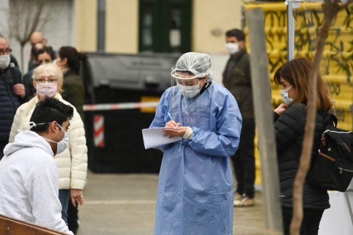 En la ciudad de Buenos Aires se reportaron menos de 1.000 casos nuevos de coronavirus.