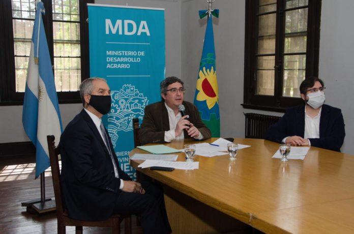 Julio Alak, Javier Rodríguez, y el jefe de Gabinete del Ministerio de Trabajo, Federico Di Giorgio, en la reunión. (Prensa MDA)