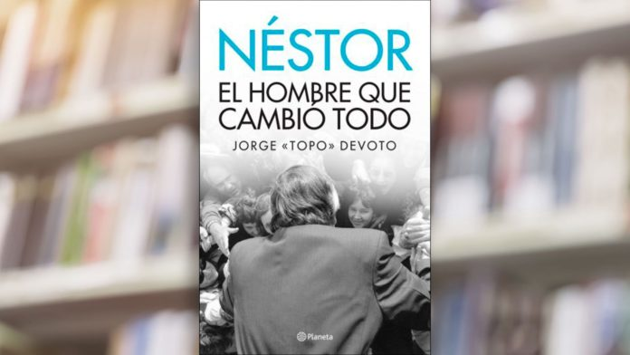 """La cubierta del libro escrito por """"Topo"""" Devoto en el que participa el Presidente. (Twitter)"""