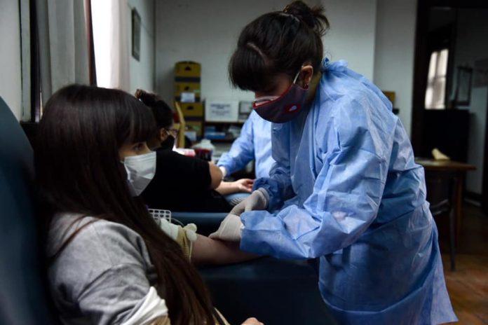 Los pacientes se acercaron para testear sus anticuerpos. (Prensa Municipio de Morón)