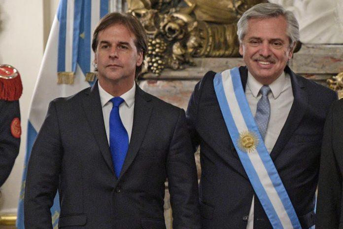 Tras el negativo, Fernández fue de modo sorpresivo a Uruguay para ver a Lacalle Pou