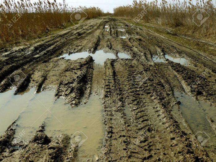Gesto al interior: Kicillof lanza un plan para reparar 1.100 kilómetros de caminos