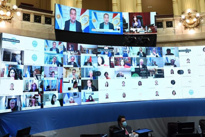 """Senadores peronistas le exigen al FMI que se """"abstenga"""" de condicionar la economía"""