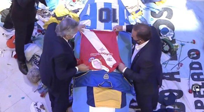 Fernández despidió a Maradona con una camiseta de Argentinos sobre el féretro