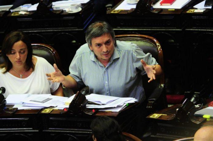 Máximo Kirchner y Cecilia Moreau, aislados en medio de la sesión por ser contactos estrecho