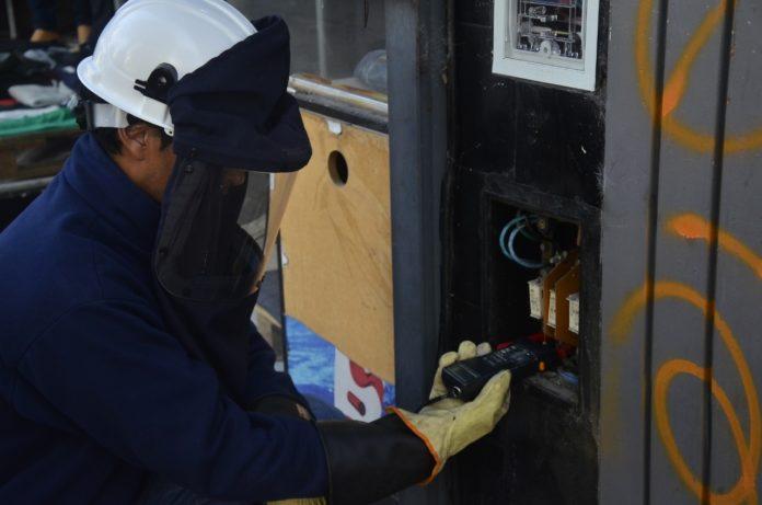Insólito: en La Plata promocionaban en redes conexiones eléctricas clandestinas