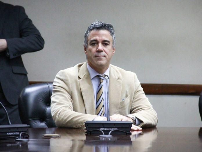 Incorporan al debate proyecto que reduce mayoría para designar al Procurador