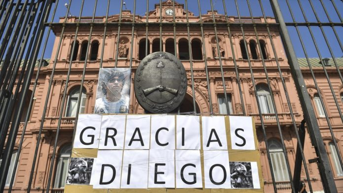 Diego Armando Maradona es velado desde poco después de las 6 de la mañana en la Casa Rosada
