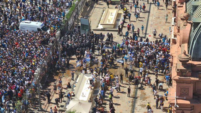 Más cruces entre Nación y Ciudad por la represión en el velatorio de Maradona