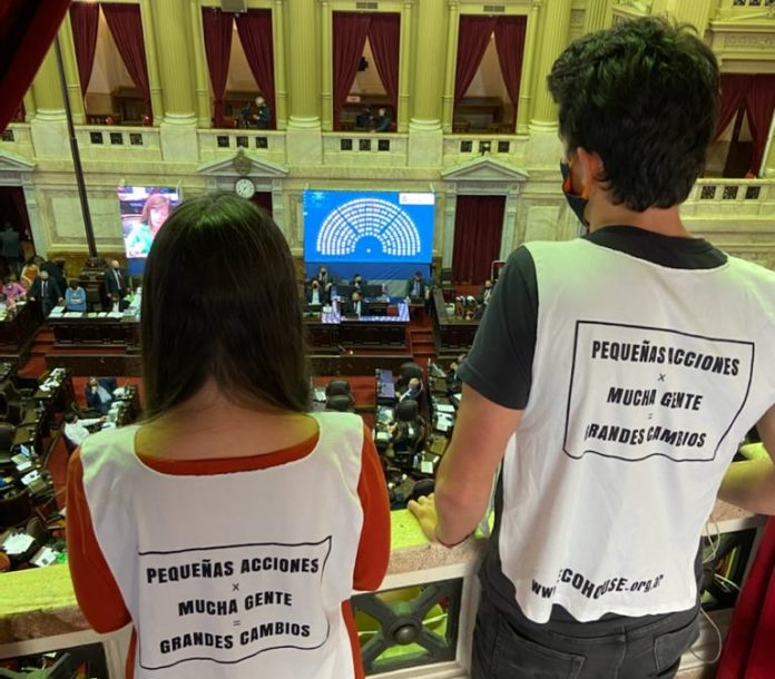 Organizaciones ambientalistas en el Congreso celebraron la aprobación de la ley. (Twitter)