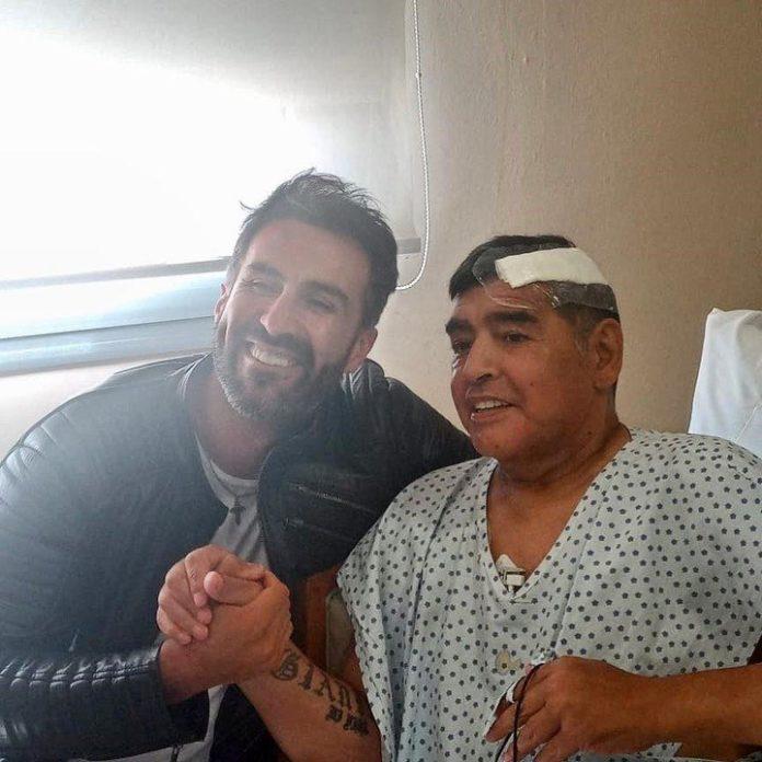 Primera foto de Maradona después de la operación y alta