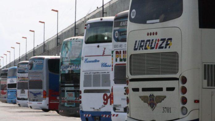Los transportes públicos de larga distancia se habilitaron para persona autorizadas. (Archivo)