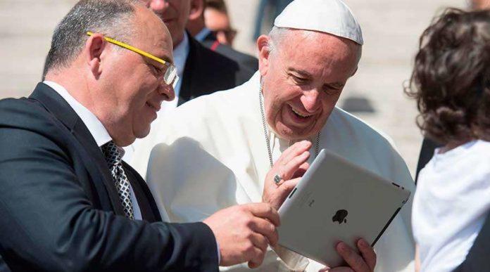 """¿Qué pasó ahí? El Vaticano estudia el extraño """"like"""" junto a Instagram."""