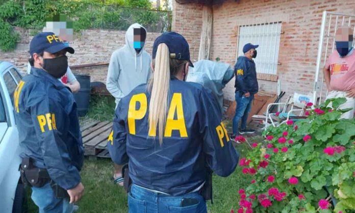 Los detenidos por la Policía federal en la ciudad de Bahía Blanca. (La Brújula 24)