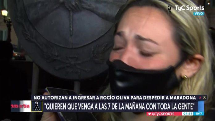 Oliva descarga su dolor en la puerta de la Casa Rosada. (Captura de video)