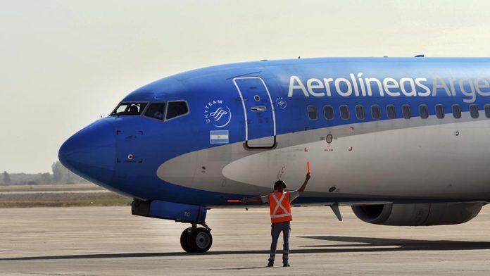 El Airbus 330 de Aerolíneas contará con tres tripulaciones completas para completar las etapas del plan de vuelo, con lo cual viajarán diez pilotos.