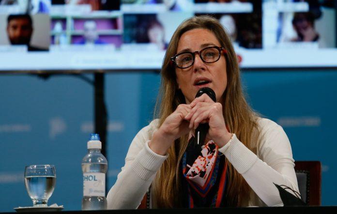 Vila confirmó que los docentes y los auxiliares serán prioridad en la vacunación