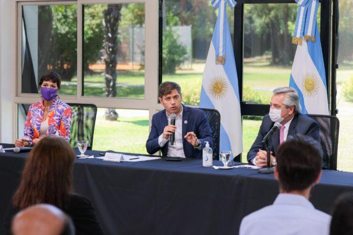 """Kicillof criticó las gestiones de Juntos por el Cambio y volvió a hablar de la """"deuda"""" en viviendas"""